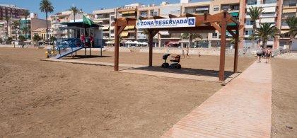 Zona reservada para personas con discapacidad en una playa