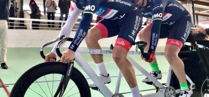 Miguel Ángel practicando ciclismo