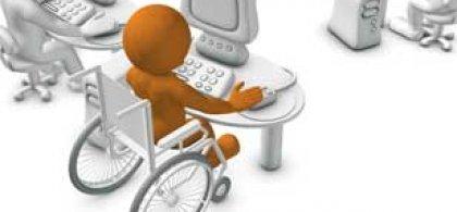 dibujo de una persona en silla de ruedas trabajando en un ordenador
