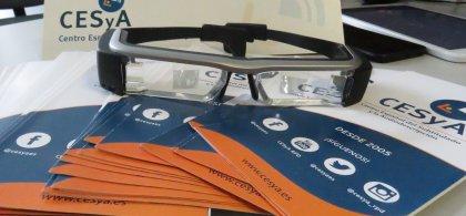 Imagen de unas gafas sobre unos folletos en la que se lee también la palabra CESyA