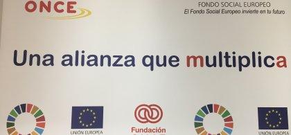 """Imagen con logos de Fundación ONCE y la Unión Europea en la que se lee: """"Una alianza que multiplica"""""""