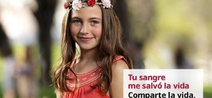 """Imagen de una niña vestida de rojo con el lema """"Tu sangre me salva la vida. Comparte la vida, dona sangre"""""""