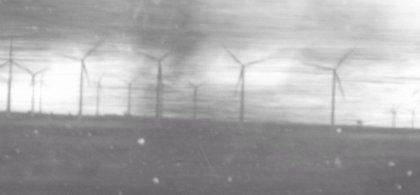 Imagen de unos molinos en blanco y negro con los que Marta quiere visibilizar su lucha contra la EM