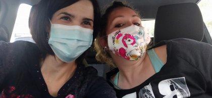 Foto de Inmaculada y Elisa, la voluntaria de Fundación ONCE que hace sus acompañamientos