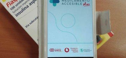 Medicamento Accesible + en pantalla móvil  y  envase del fármaco Fiasp insulina