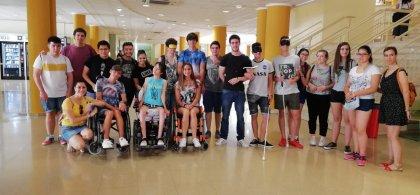 Pablo Ariza junto con otros estudiantes en una actividad  del Campus Inclusivo