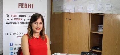 Virginia González en una mesa de trabajo en FEBHI