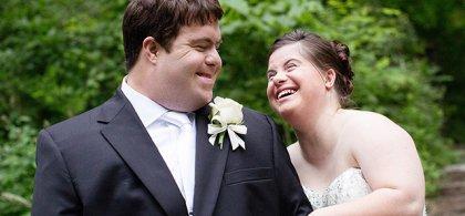 Dos personas con síndrome de Down el día de su boda