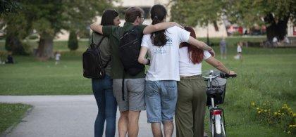 Imagen de un grupo de participantes en Serendipia vistos de espaldas