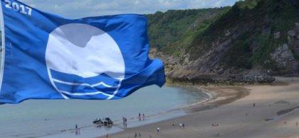 Una playa que luce bandera azul