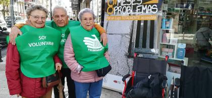 Imagen de un grupo de voluntarios mayores en una actividad de Lugo